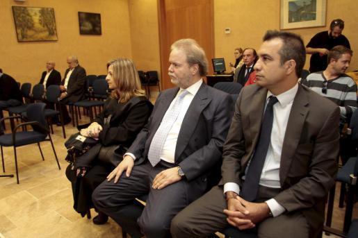 Pedro Terrassa (r.) und Utz Claassen (M.) klagen gegen Llorenç Serra Ferrer und Jaume Cladera (links im Hintergrund).