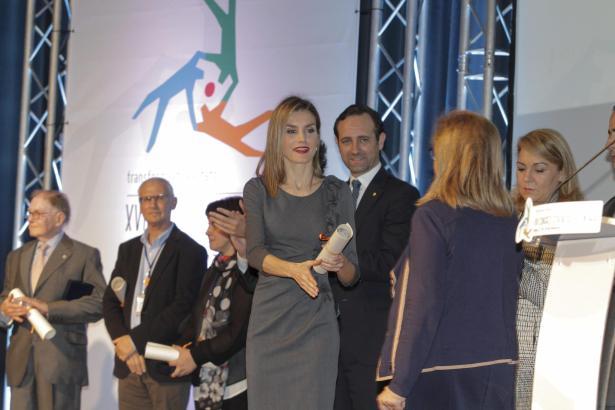 Letizia bei der Ehrung der freiwilligen Helfer. Daneben Balearen-Präsident José Ramón Bauzá.