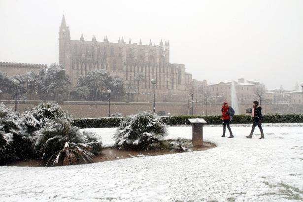 Wintertourismus in Palma: Im Februar 2012 besuchte sogar ein Schneefall die Mallorca-Metropole – für wenige Stunden.