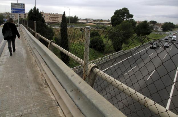 Von dieser Brücke bei Sa Cabaneta unweit des Festival Parks warf der mutmaßliche Täter die Steine auf die vorbeifahrenden Autos.