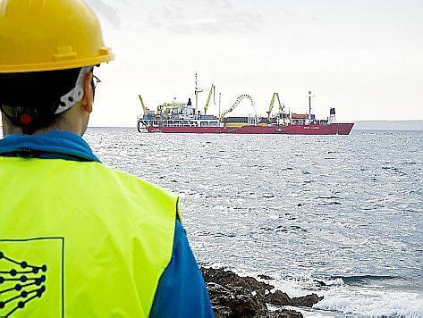 Die Anbindung an Mallorcas Stromnetz soll die Energieversorgung auf Ibiza zuverlässiger machen. Im Hintergrund: die Skagerrak.