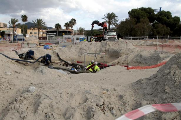 Hier ist das Kabel am Strand von Santa Ponça angekommen.