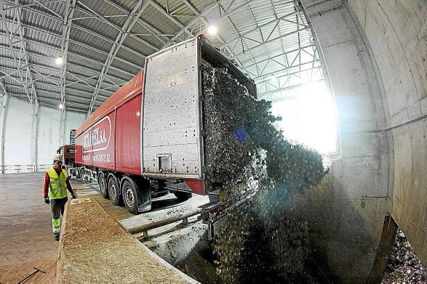 Die ersten Ladungen mit vorbehandeltem Müll aus dem Ausland trafen im Januar 2013 in Son Reus ein.