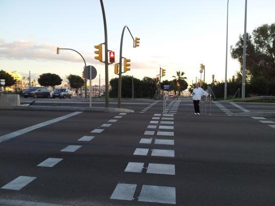 An dieser Ampelanlage der Stadtautobahn von Palma de Mallorca und dem Übergang nach Portitxol täuschte der Schüler den Unfall vo