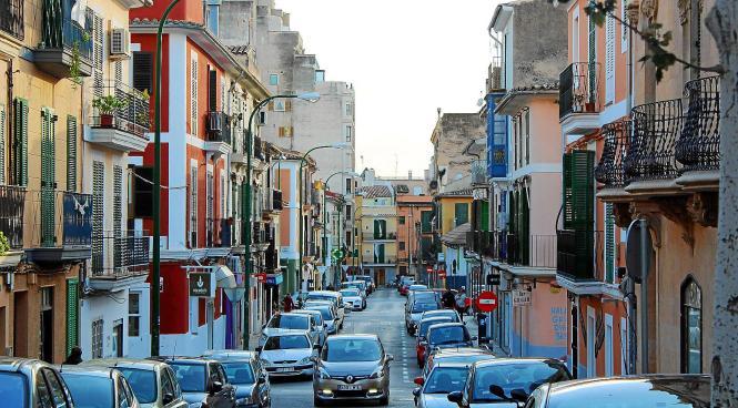 Schmale Straßen und bunte Fassaden: Das ist Santa Catalina.