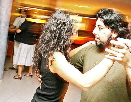 Es gibt sie noch, die klassischen Tanzkurse.
