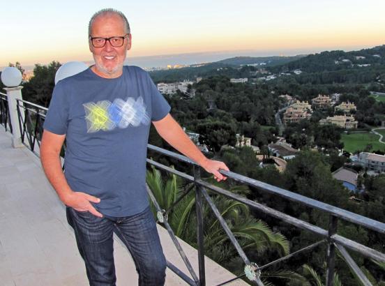 Von der Terrasse seines Hauses in Son Vida hat Peter Jackwerth einen sehenswerten Panoramablick über Palma.