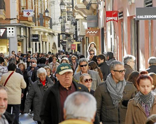 Wer kein Gedränge mag, sollte sich an den Sonntagen rund um Weihnachten von Palmas Einkaufsstraßen fernhalten.