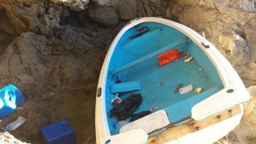 In diesem Boot, das die Polizei in Cala Figuera an der Ostküste von Mallorca fand, sollen die neun Männer von Afrika aus nach Ma