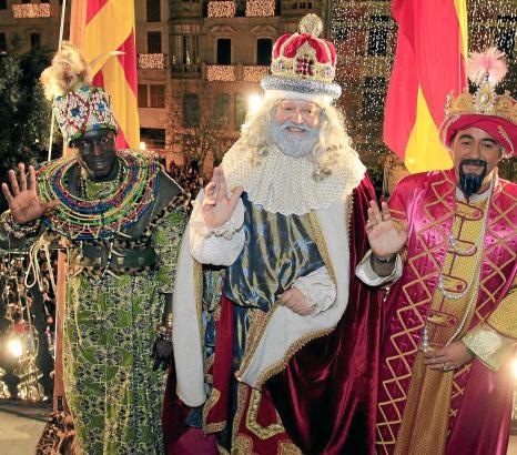 """Manche Bräuche haben sich geändert, die Faszination des Auftritts ist gleich geblieben: die Ankunft der """"Reyes"""" in Palma."""