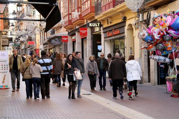 Gut was los: Viele Shoppingfreunde strömten am Sonntag in Palmas Innenstadt.