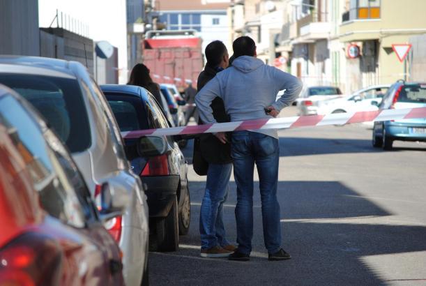 Nach der Schießerei sperrte die Polizei die Straße am Tatort in Sa Pobla für 24 Stunden ab, um den Vorgang samt allen Einschussl