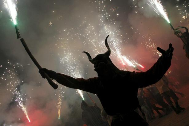 """Der """"Correfoc"""", der Feuerlauf, gehört zu den Höhepunkten von Sant Sebastià."""