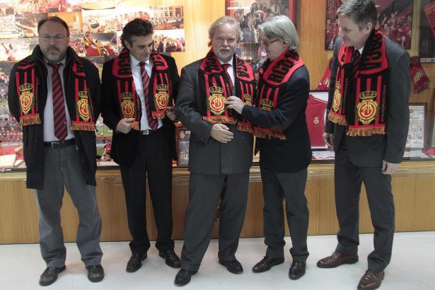 Der neue Verwaltungsrat, fast vollständig: Utz Claassen (Mitte) mit Roberto Mazorrriaga, Marcos Vera, Monti Galmés und Michael B