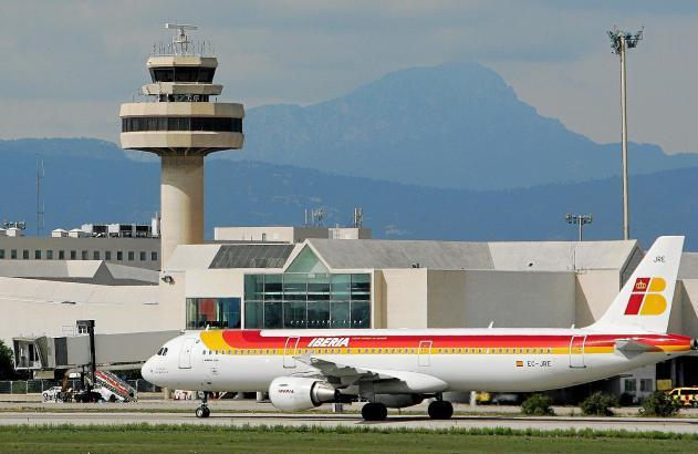 Flugpassagiere haben ein Recht auf Entschädigung, wenn sie mit großer Verspätung am Zielort ankommen.