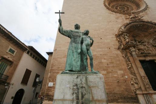 Das Denkmal des künftigen Heiligen Junípero Serra in Palma.