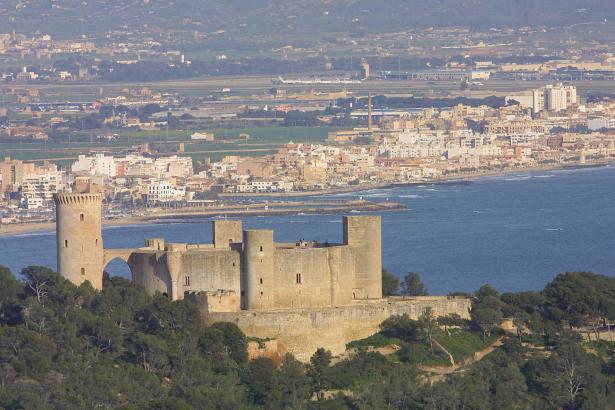 Die Burg von Bellver thront hoch über Palma de Mallorca.