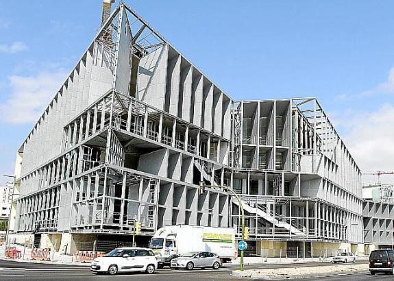 Das Kongresszentrum soll im August fertig werden.