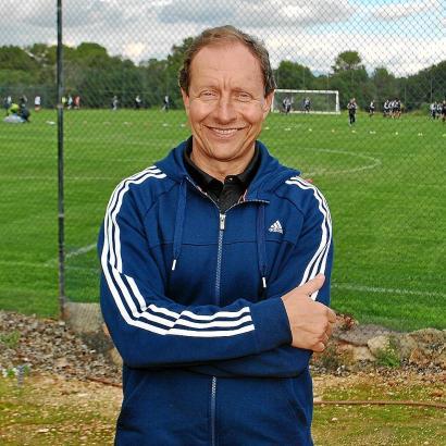 Er ist quasi der Schiedsrichter-Trainer: Hellmut Krug, ehemaliger Fifa-Referee.
