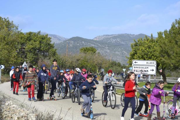 Am Sonntag formierten sich in Alaró 300 Einwohner zu einem Demonstrationszug, um ihrer Forderung nach einer Vía Verde zu unterma