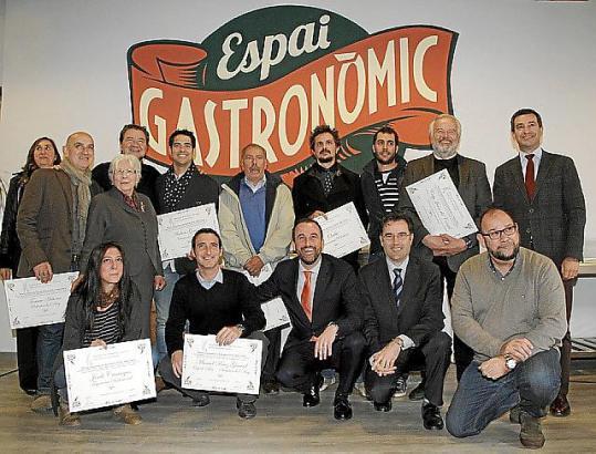 """Bei der Vergabe der Auszeichnungen im """"Espai Gastronòmic"""" des Olivar-Markts in Palma de Mallorca."""