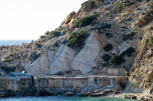 Cala Tarida: An diesen Meeresfelsen auf Ibiza ereignete sich das Unglück.