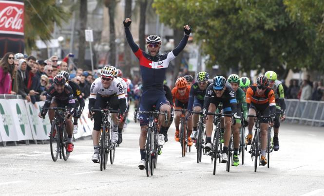 Pelucchi reißt die Arme hoch: Er gewann sowohl die erste als auch die letzte Etappe der Challenge.