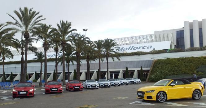 Die neuen Audi-Modelle warten am Airport Palma auf die geladenen Motorjournalisten.