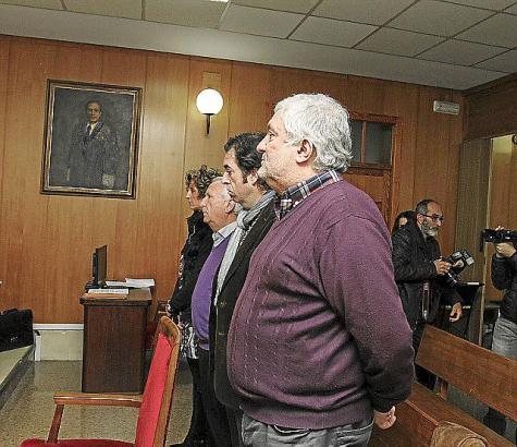Bernat Coll (vorne) und seine Mitangeklagten während ihrer Aussage vor Gericht.