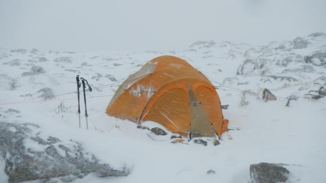 Vor dem Sturm: Christian Rolands Zelt auf dem Massanella-Gipfel.