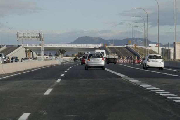 Freie Fahrt: Blick auf einen Teil der neu asphaltierten Autobahn mit der neuen Abfahrt.