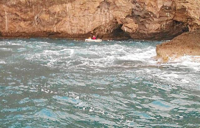 Das Boot war den Felsen vor Canyamle bereits gefährlich nahe gekommen.