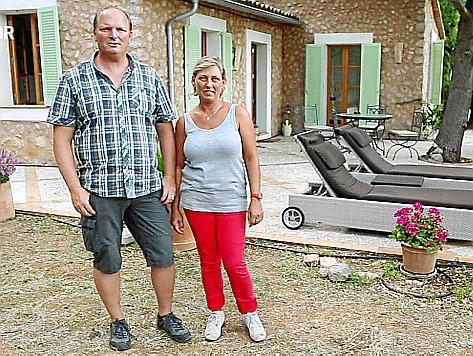 Frauke und Josch Sander testen für die Reportage das Leben auf einer Finca.