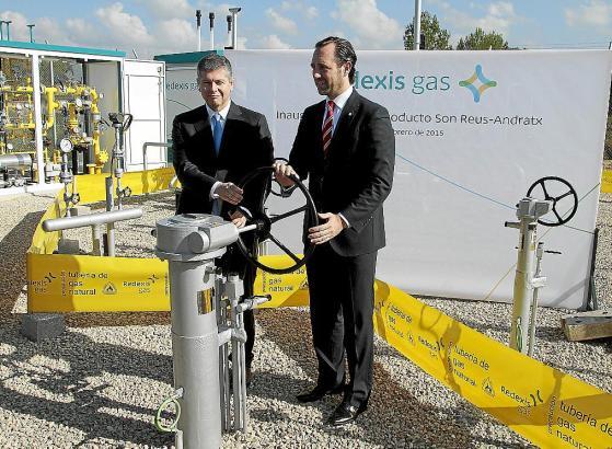 Ministerpräsident José Ramón Bauzá (rechts) und Redexis-Chef Fernando Bergasa öffneten symbolisch die Gaszufuhr.