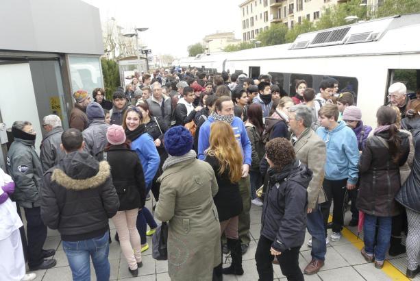 Die kostenlose Fahrgelegenheit auf Mallorca sorgte für einen Massenansturm. Foto: UH