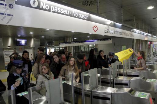 Verschlossene Türen sorgten für Ärger bei den Nutzern der Metro in Palma für Ärger.