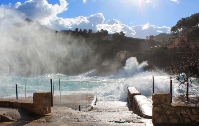 Bereits am Montag raute die See im Nordwesten der Insel auf. Das Foto zeigt die Cala Sant Vicens.