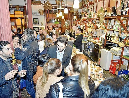 Palmas Restaurants sind teils sehr gut besucht. Wer keinen Tisch mehr bekommt, kann aber auf Tapas-Bars ausweichen.