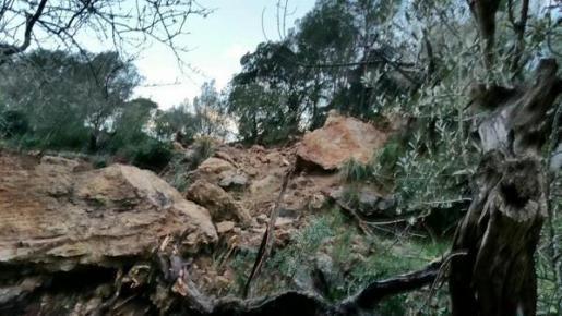 Starke Regenfälle hatten zu Erdrutschen und Steinschlägen geführt.