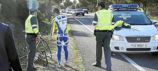Ein Radfahrer auf Mallorca wurde von einem Autofahrer geschnitten und bedroht.
