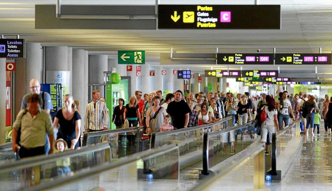 Ab Ende März beginnen sich die Hallen im Flughafen Son Sant Joan wieder zu füllen, dann stellen die Airlines auf den Sommerflugp