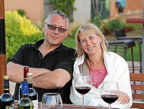 Axel Schäfer und seine Frau Sabine auf ihrer Finca in Inca.