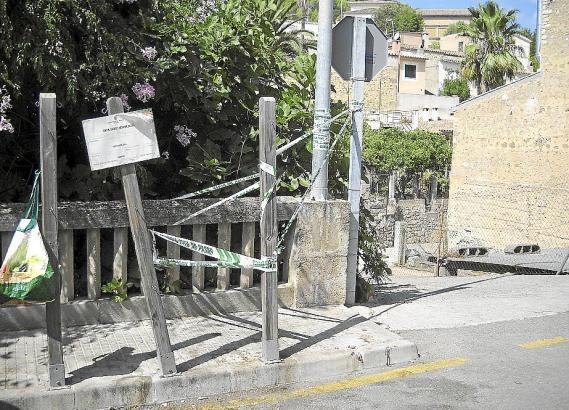 An dieser Laterne auf Mallorca hat der 18-Jährige den tödlichen Stromschlag bekommen.