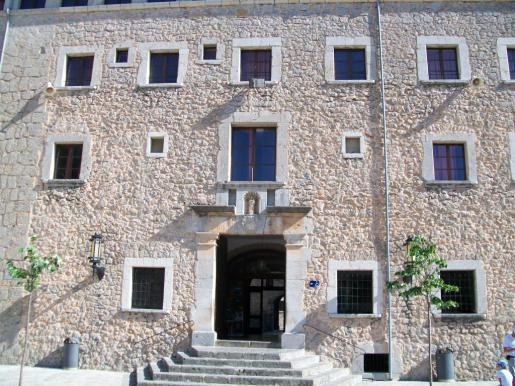 Was passierte hinter diesen Mauern? Die berühmte Fassade des Klosters Lluc.