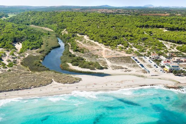 Der Strand von Sa Canova liegt im äußersten Nordosten der Insel.