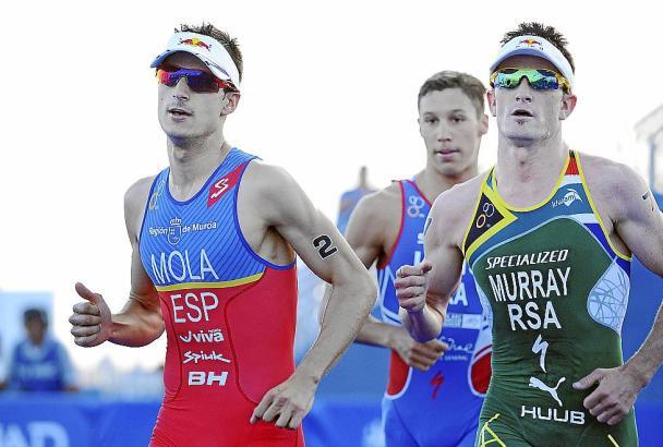 Mola ließ seinem Konkurrenten Murray (r.) keine Chance.