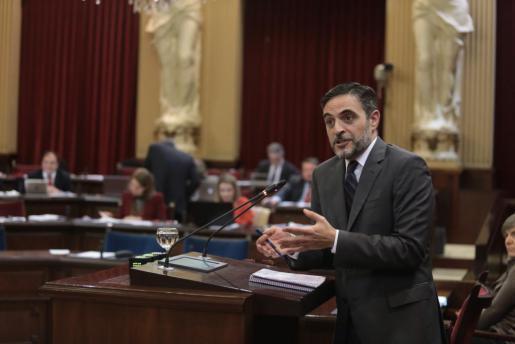 Der balearische Finanzminister José Vicente Marí im Parlament.