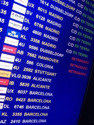 Schautafel am Flughafen von Palma mit verspäteten Flügen.