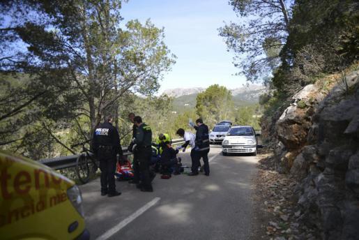 Jede Hilfe kam zu spät: Der Radfahrer starb auf der Straße.