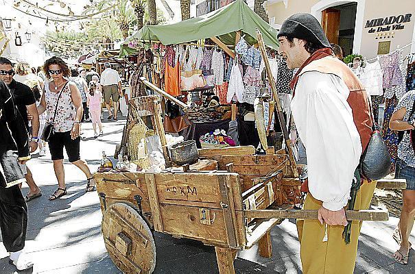 Mittelalterliche Märkte sind auf den Balearen wie hier in Ibiza in Mode. Jetzt gibt es sie auch im Pueblo Español.